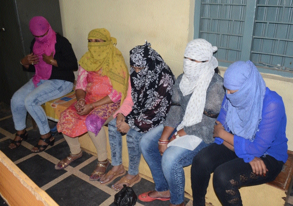 5 girls involved in sex racket arrested from beauty parlour in Raipur
