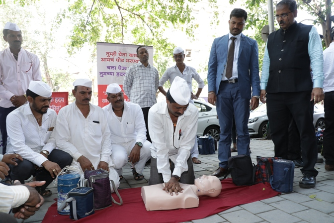 On the milieu of World Heart Day, Mumbai Dabbawalas learn CPR technique